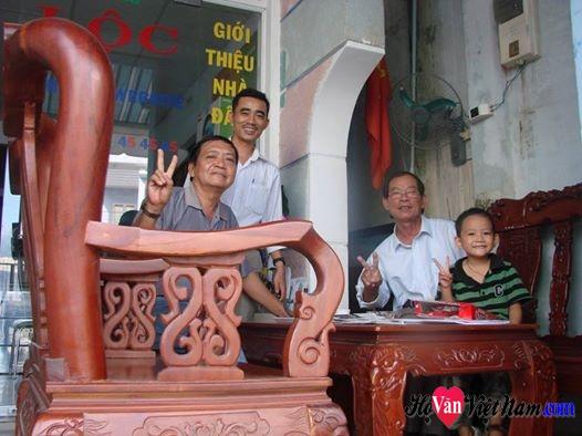 Bác Văn Viết Thiện và Văn Công Hùng thăm Văn Quý Minh Tuấn